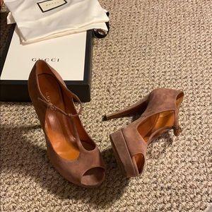 Used Gucci velvet dark blush heels size 37.5